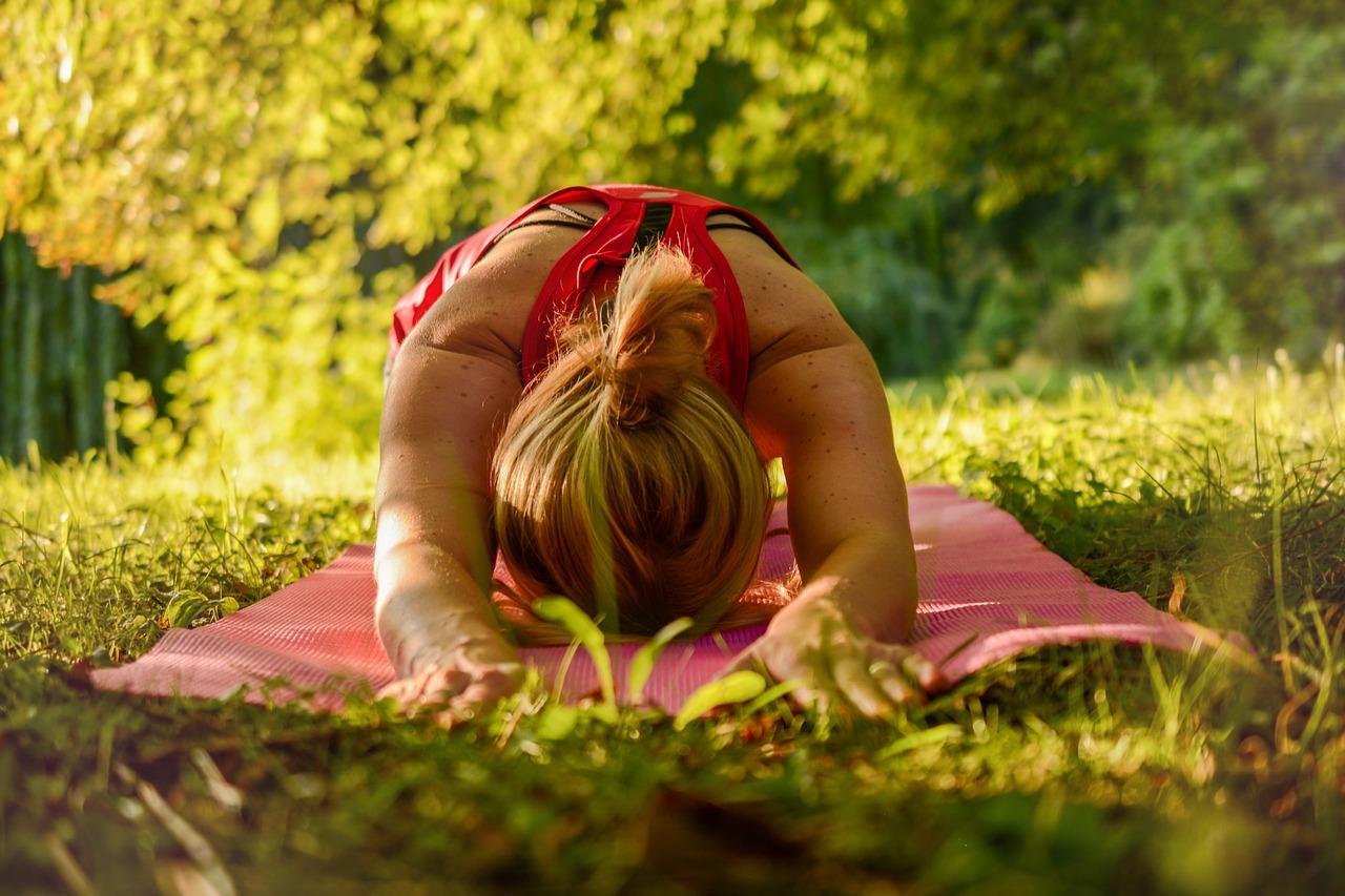 Rozgrzewka i ćwiczenia rozciągające w treningu osób początkujących.